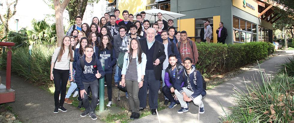 Futuros engenheiros da UFPR visitam o Ippuc