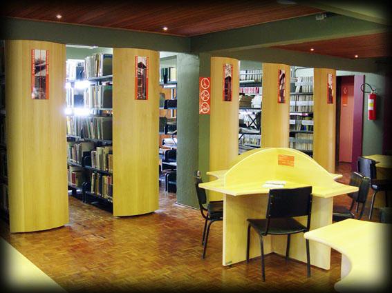 Biblioteca - área de consulta ao acervo
