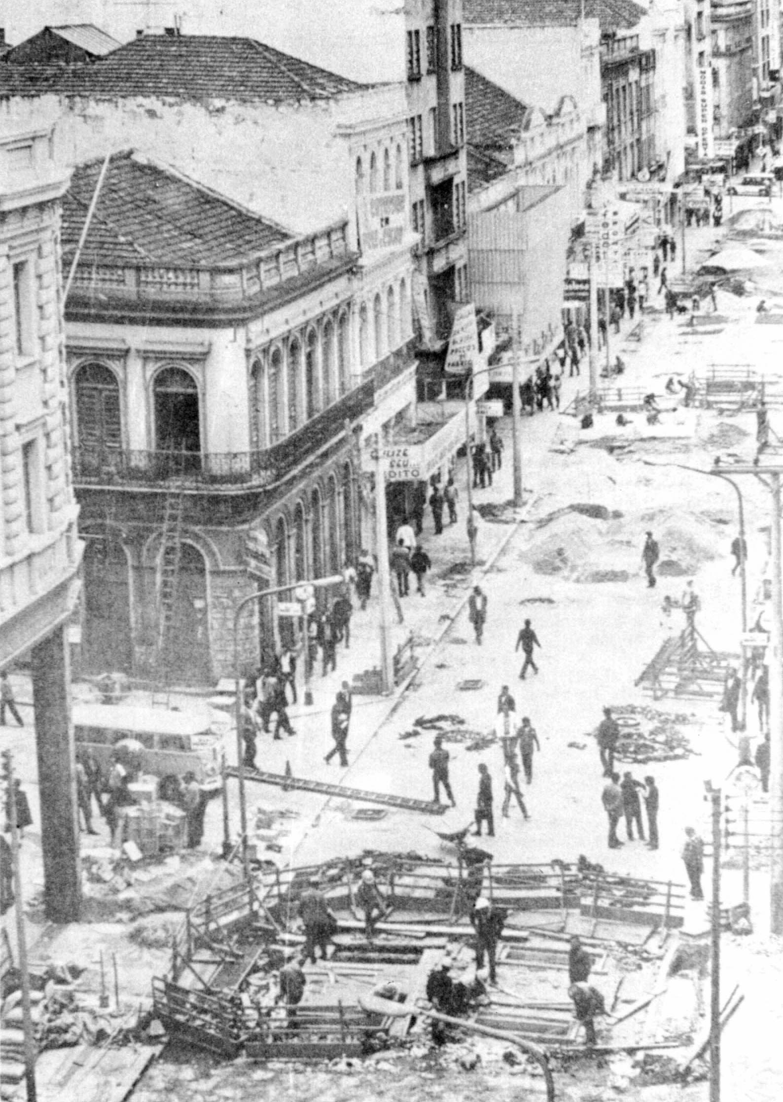 Obras do cal?ad?o da Rua XV, 1972